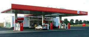 In quasi tutte le stazioni tedesche di benzina c'è anche un piccolo supermercato dove potete fare la spesa (almeno di alcune cose essenziali), anche di notte o la domenica. Ma i prezzi sono più alti del normale!